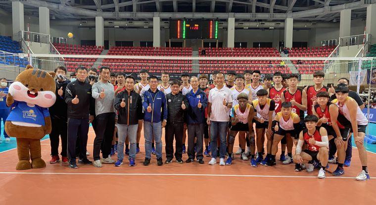 男子對抗賽全體合照。中華民國排球協會提供