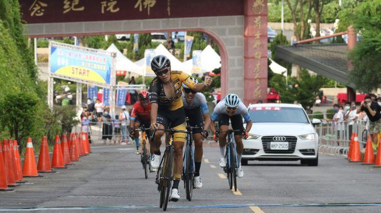 男子菁英組冠軍由盧比安納高士特職業車隊彭源堂拿下。中華民國自由車協會提供