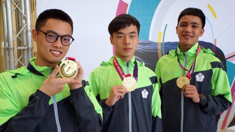 男子青少年10公尺空氣手槍團體項目吳承倫(圖左)、黃維德(圖中)和楊宗諭(圖右)共同奪下金。