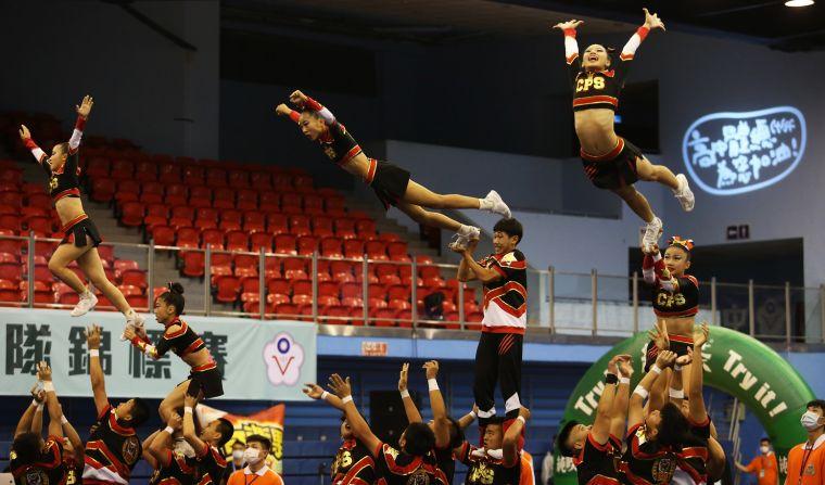競技啦啦隊高中大團體混合組第一名治平高中。名衍行銷提供