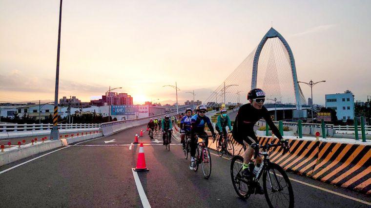 第六屆時代騎輪節路線共73K,途經科湳愛琴橋、可俯瞰海線的藍色公路等,全程飽覽臺中山海風光。大會提供