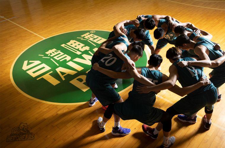 綠衫軍冠軍班底加入T1台啤英熊隊,誓言拿下元年總冠軍。官方提供