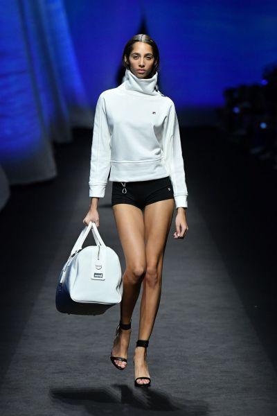 維密天使Yasmin Wijnaldum展示2020春裝。官方提供