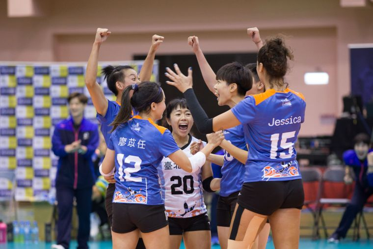 臺北鯨下拿下勝利全隊歡呼。中華民國排球協會提供