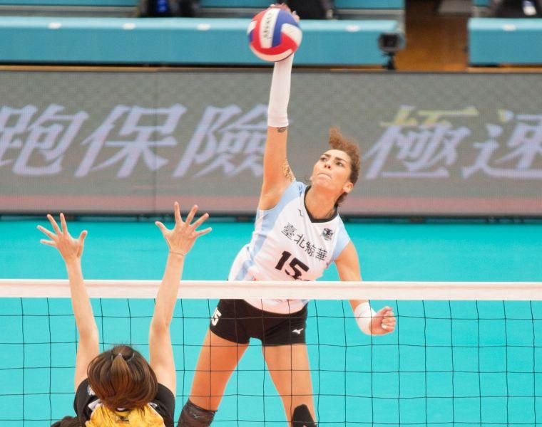 臺北鯨華 外援Jessica攻擊。中華民國排球協會提供