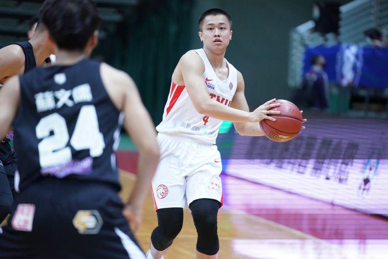 臺師陳又瑋繳出16分7籃板5助攻。大會提供
