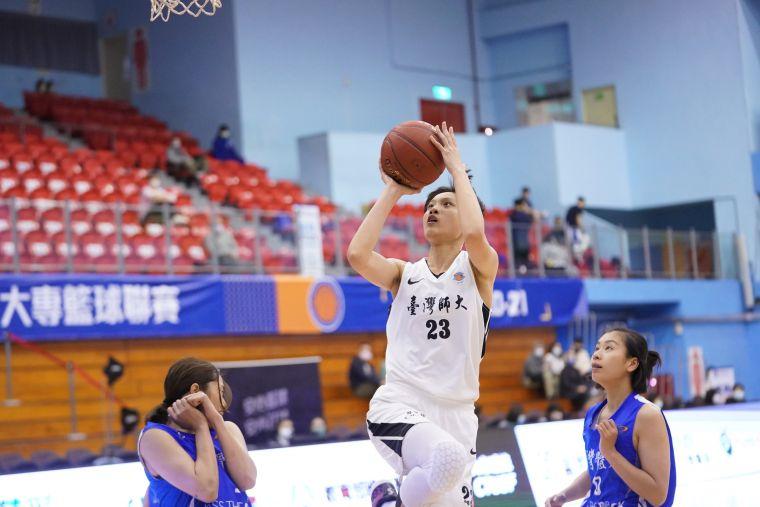 臺師陳雅彤18分7籃板。大會提供