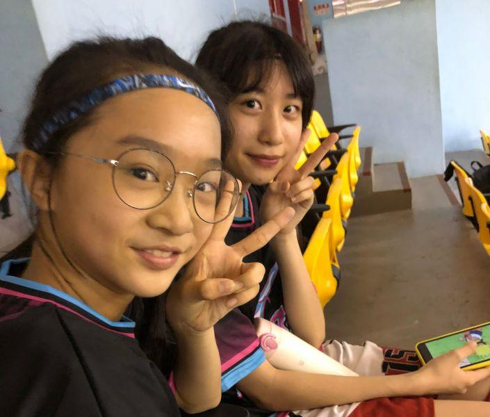 興仁芋頭、蕃薯組合陳宥臻(左)、美台雙重國籍泰雅族劉亭妍(右)。大會提供