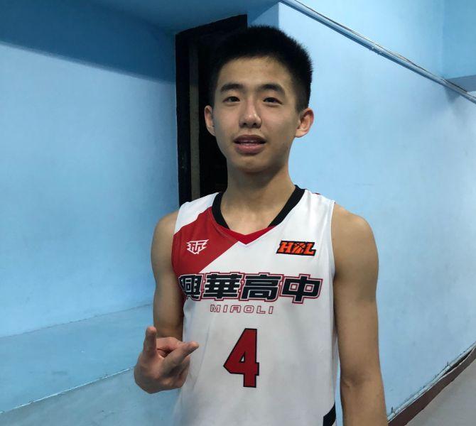 興華高二主控陳曛豪三分球9投中6,狂飆生涯新高29分。大會提供