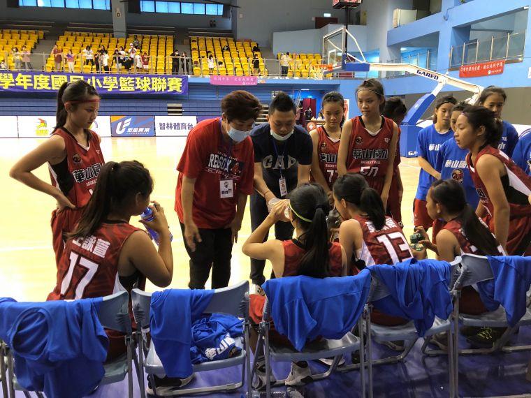 華山新教練卞怡儒由JHBL仁武轉少籃執教,EBL全國賽首勝得再等等。大會提供