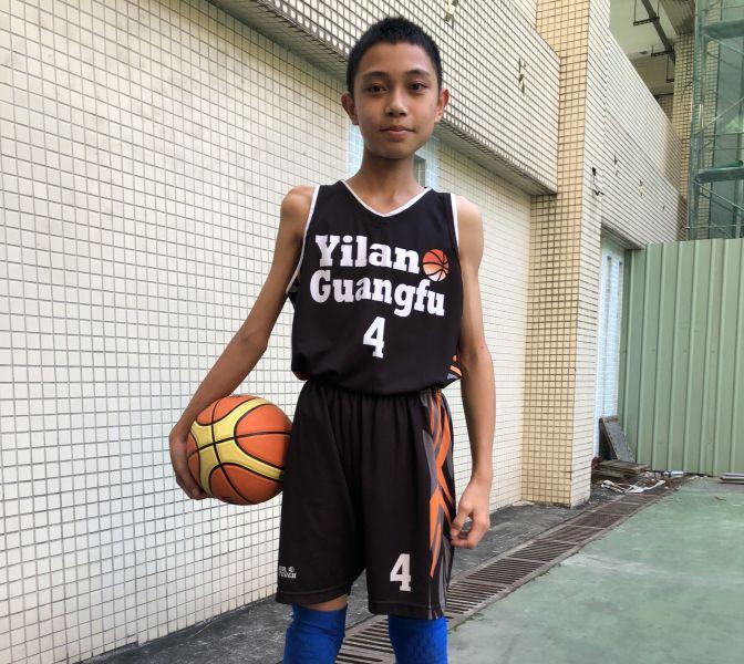蔡其翰病變後的右手現只能幫忙護球,無法投籃,慣用手被迫改為手 。大會提供