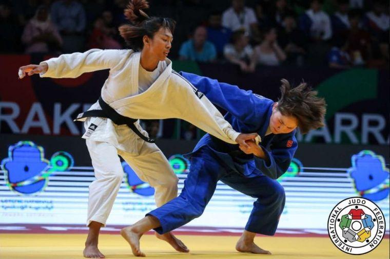 許琳宣(左)可惜在金牌戰落敗屈居銀牌。摘自世界柔道總會官網