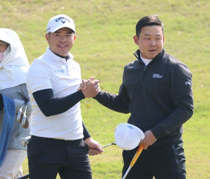 詹世昌(左)和李玠柏在四人四球拿下一勝。鍾豐榮攝