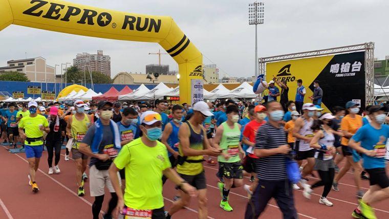 超過4千名跑者踴躍參加。台中市運動局提供