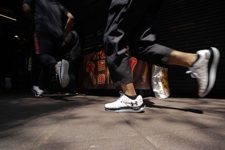 跑步愛好者親身體驗「UA Flow Velociti Wind」帶來的輕、炫、快。官方提供