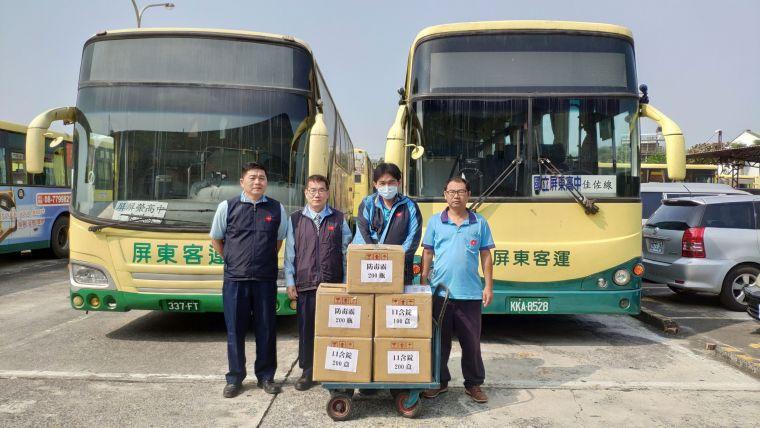 遠東生技關懷春運運輸防疫需求 捐國家防疫銅獎噴劑ApoX防毒霸予屏東客運。官方提供