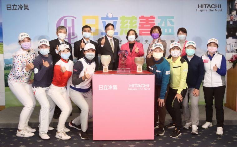 配合防疫政策,與會人員戴上口覃合影。TLPGA提供/鍾豐榮攝