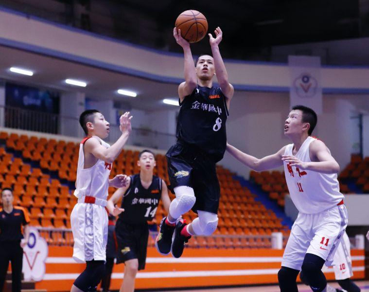 金華曹祐寧突破明仁防線飛身上籃。大會提供