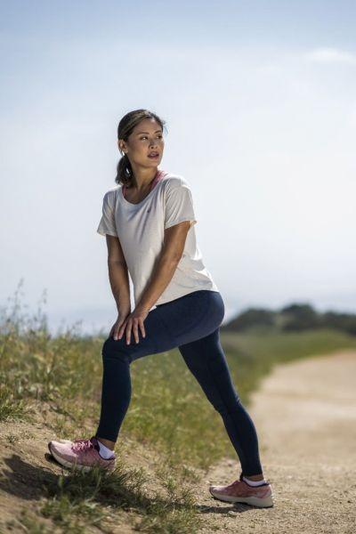 針對女性跑者GT-2000 10強力推出薔薇粉鞋款,搭配全新NAGARE系列服飾,展現女性溫柔且充滿自信的能量。官方提供