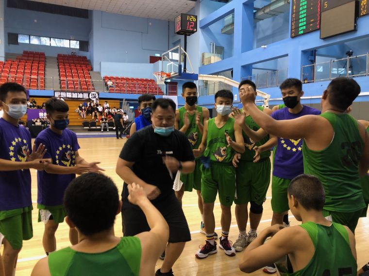 陽明教練陳嘉元帶兵身體力行。大會提供