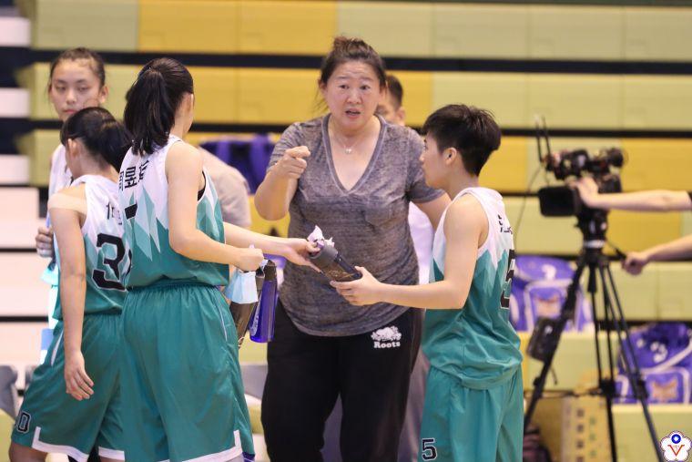 陽明總教練李台英面授機宜。大會提供