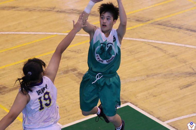 陽明155公分國三主控江子柔20分、7籃板、7助攻持續全方位身手。大會提供