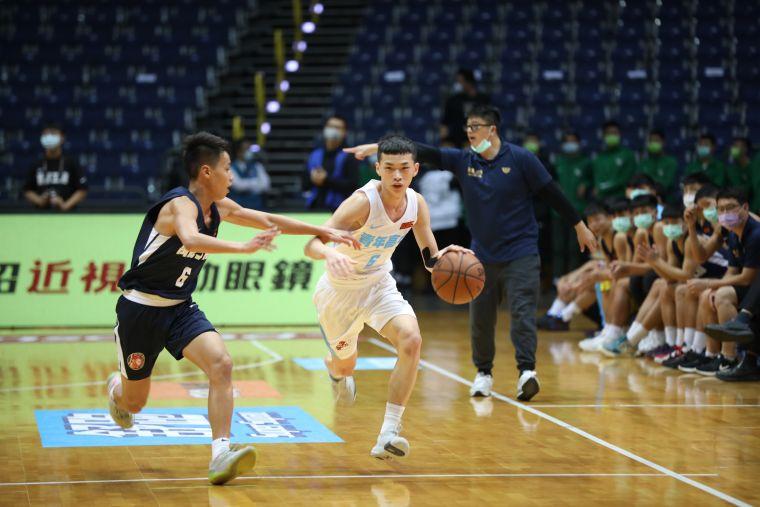 青年許皓翔三分球6投中4得20分。大會提供