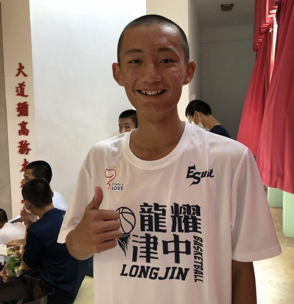 龍津劉育成對七賢的JHBL處女秀,先發飆2記三分彈得全隊最高13分 。大會提供