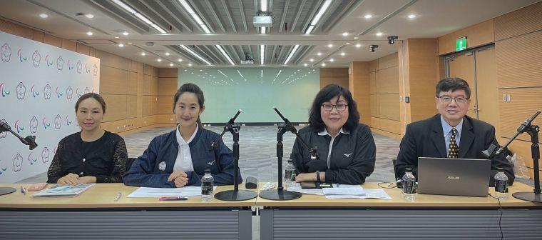 中華民國殘障體育運動總會穆閩珠會長(右二)率隊參與IPC視訊決選會議。官方提供