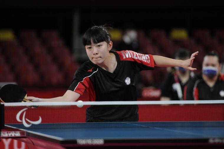 林姿妤出賽桌球TT10女單資格賽。體育署提供