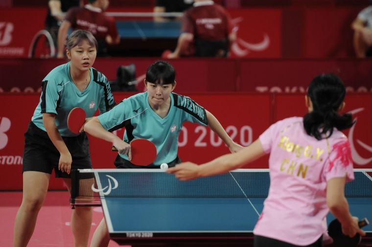 田曉雯、林姿妤今日出戰女子團體TT9-10級8強賽。體育署提供