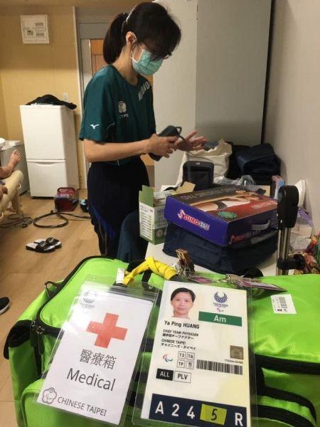 黃雅萍醫師擔任我國帕運代表團醫療長及隨團隊醫。體育署提供