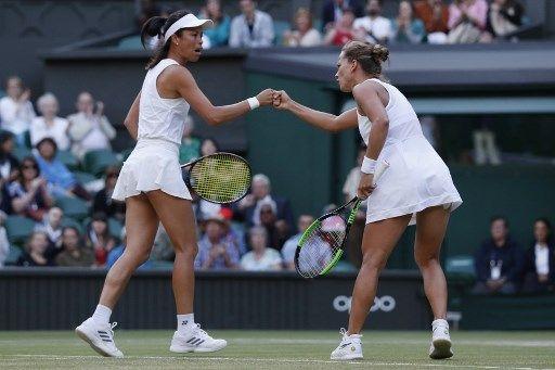 謝淑薇的雙打前搭檔絲翠可娃(右)宣布退休。法新社
