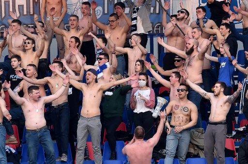 白俄超球迷幾乎都不戴口罩。法新社