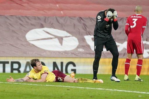 利物浦門將跘倒巴恩斯成勝負關鍵。法新社