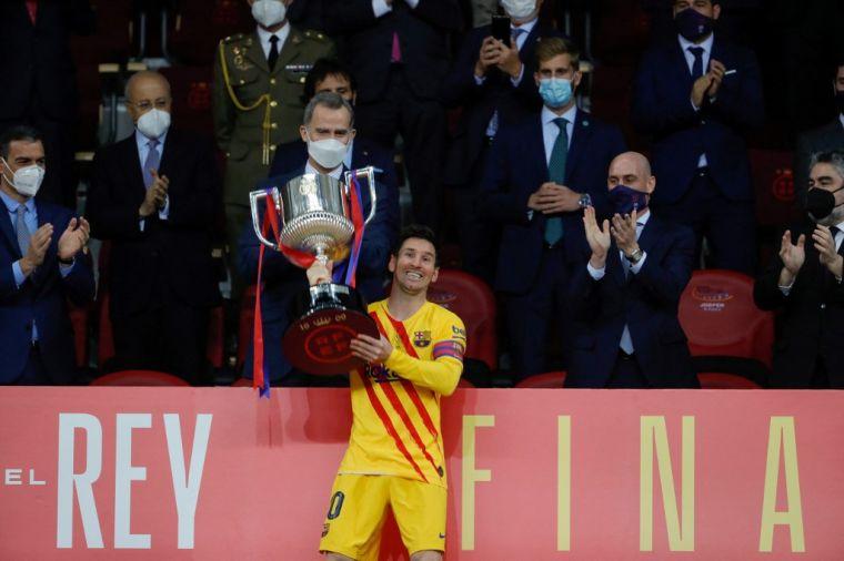 梅西(前)雙響,助巴薩贏得第31個國王盃冠軍。(法新社)