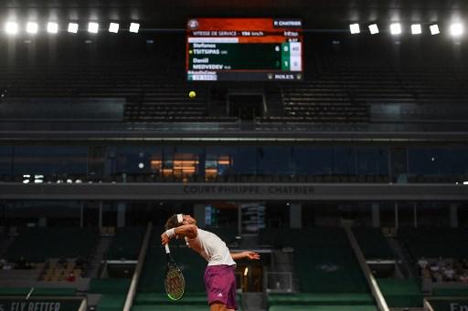 法網男單8強在無人的夜間場內舉行再度引起熱議。法新社
