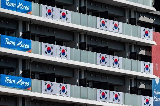 南韓東奧選手村已將橫幅移除。法新社