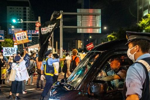 東奧選手村外有日本民眾示威要求停辦東奧。法新社