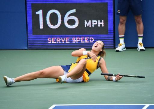 莎芭蓮卡在開賽就重摔受傷。法新社