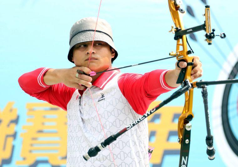 台中銀行隊高浩文 。中華企業射箭聯盟/提供。