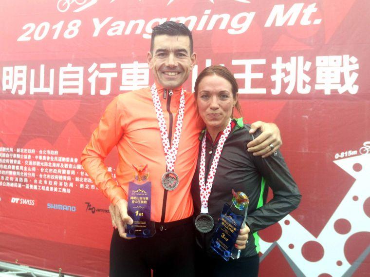 英國登山王艾文斯在2018陽明山自行車登山王挑戰稱王,太太得女子組第三。中華民國自行車騎士協會/提供。