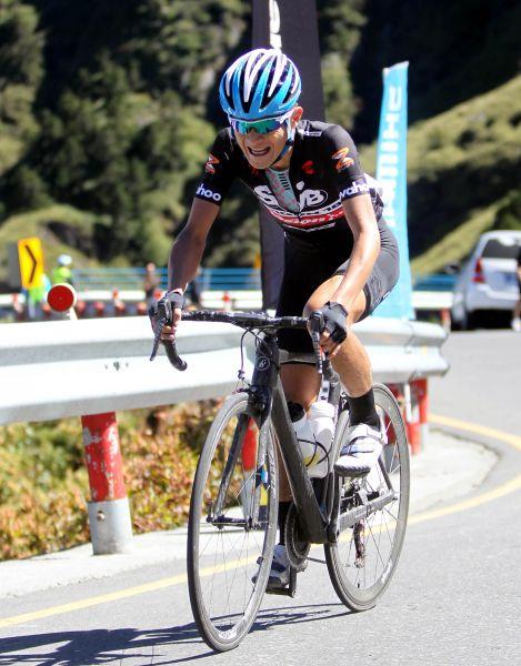 范永奕在台灣自行車登山王挑戰奮力踩騎。林嘉欣/攝影。