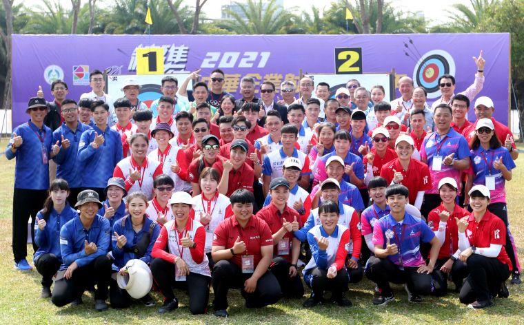 企箭三年參賽選手大合照。中華企業射箭聯盟/提供。