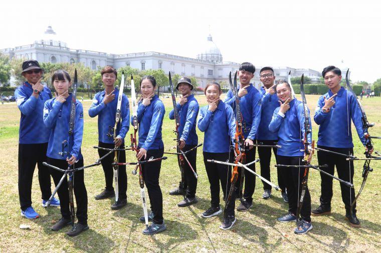 台南射箭隊背後即為奇美博物館。中華企業射箭聯盟/提供。