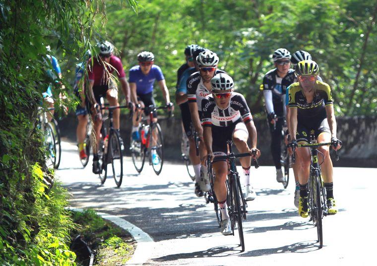 杜志濠(前左)。中華民國自行車騎士協會/提供。