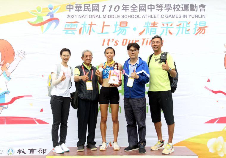 全中運田徑賽高女跳高決賽,馬公高中歐旻珩以創個人最佳的1.78連莊。林嘉欣/攝影。