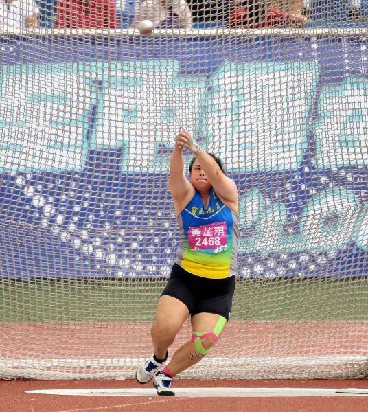 高女鏈球金牌宜蘭縣宜蘭高商黃芷琪51.64。林嘉欣/攝影。