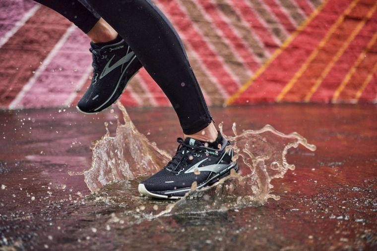 GHOST 14 GTX 防水系列,為你的雨天跑步帶來更多乾燥與舒適。官方提供
