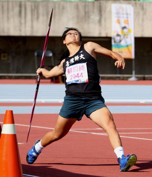 台灣師大蘇昭綺以56.10破大會,達標2022年亞運和2019年世大運,躍居歷年第二傑。資料照片 林嘉欣/攝影。